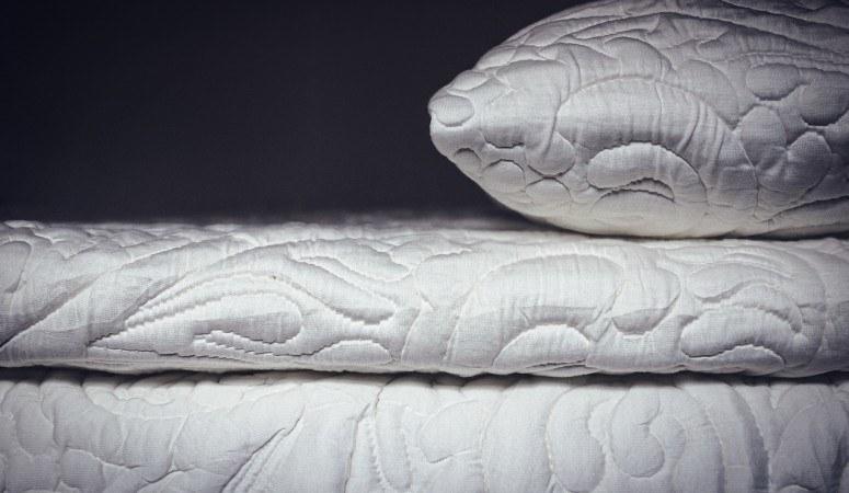 posh and lavish 3 inch pillow topper